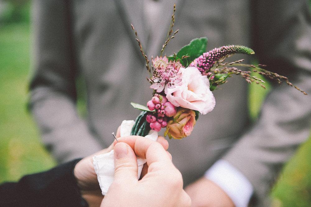 brudgum+knapphålsblomma+florist
