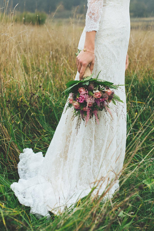 Lantligt bröllop + brudklänning