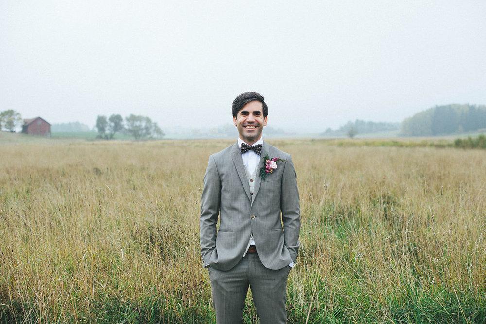 Lantligt bröllop brudgum kostym