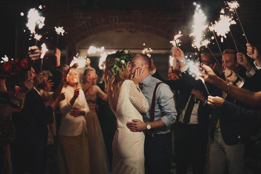 Bröllop+berättelse+brudpar+lantligt