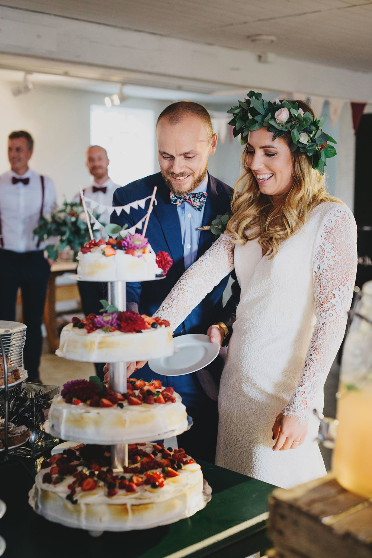 Bröllop+berättelse+brudpar+lantligt+skåne+bröllopstårta