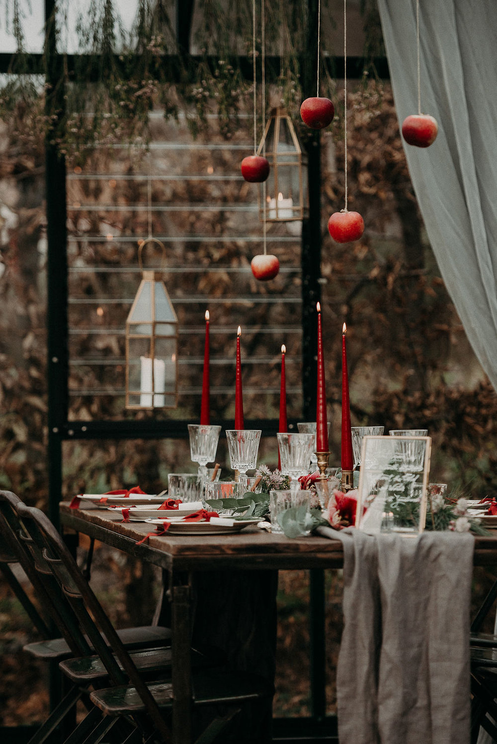 Christmas wedding + table settings