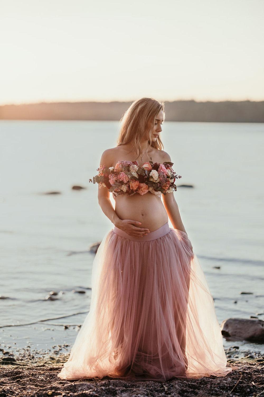 Flourishing Maternity Photos In Sunset