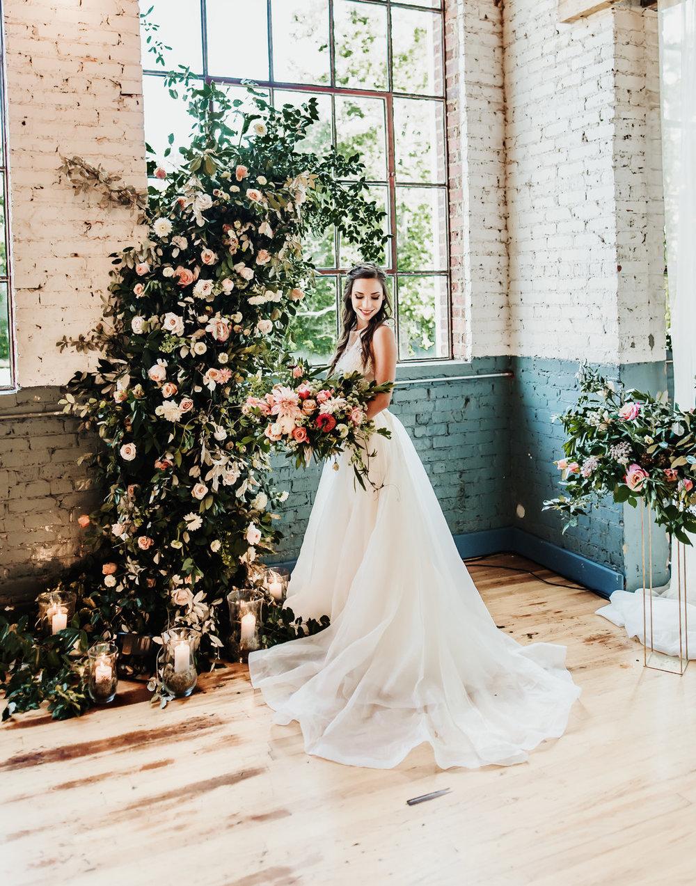 bröllop+industriellt+boho+brudklänning