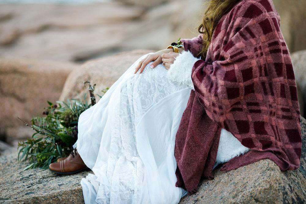 Boho+elopement+vinterbröllop+klädsel+smycken