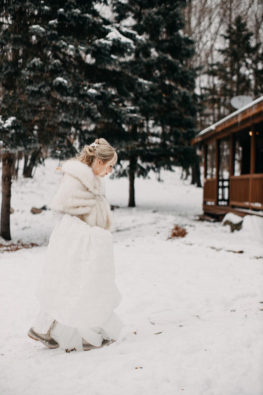 Parins_Holley_EileenKPhotography_MinnesotaHorseHuntClubWeddingWinter015_big.JPG