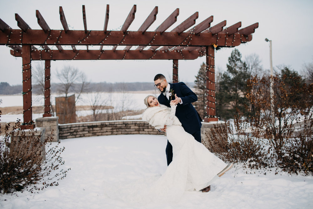 Parins_Holley_EileenKPhotography_MinnesotaHorseHuntClubWeddingWinter086_big.JPG