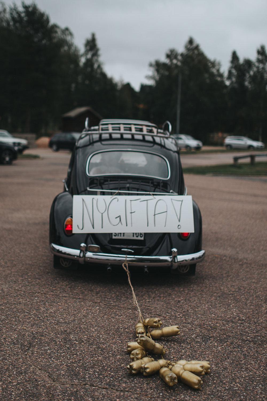 Nygifta bil från vigsel bröllop