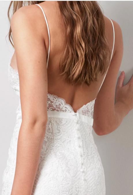 Brudklänning med djup rygg , By Malina