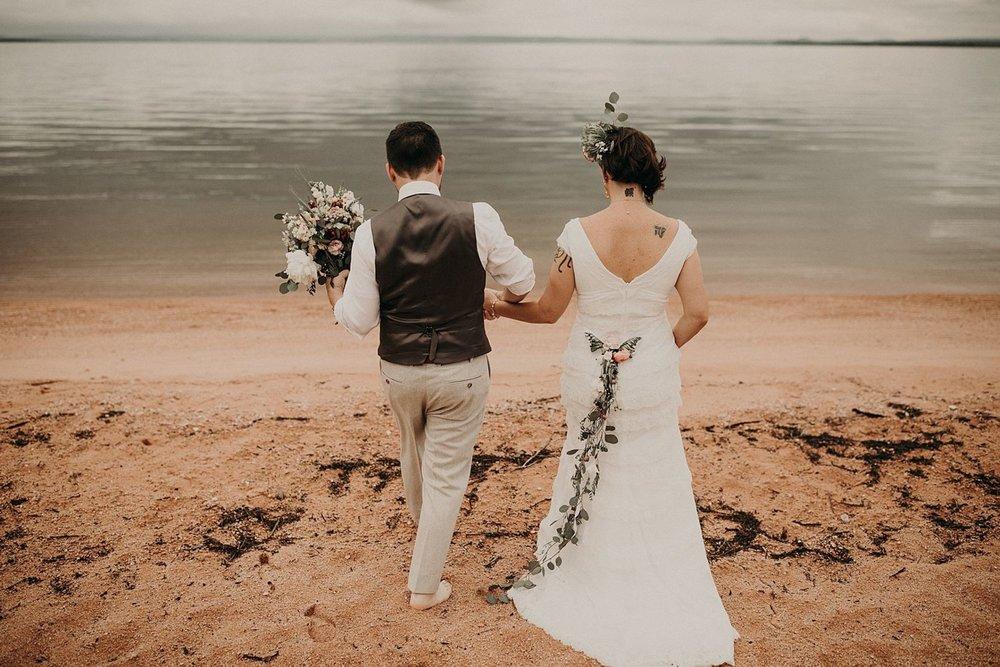 d224c04cdd9d Bohemiskt Bröllop Med Mycket Blomster: Maggie + Nikk