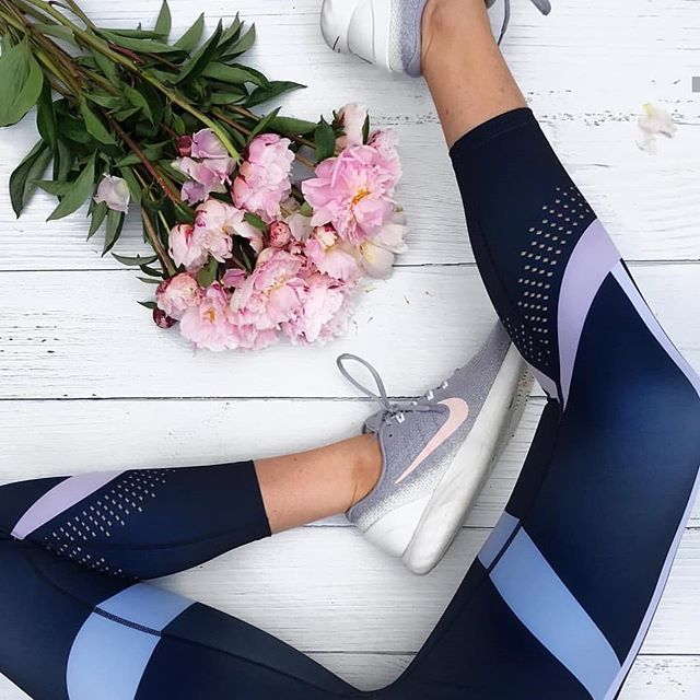 We just spotted these gorgeous leggings on @trainingforchocolate and they're Jaggard- we don't own any Jaggard .. yet .. we want to hear from you ... which are your favourite brands for leggings? #fitfluence