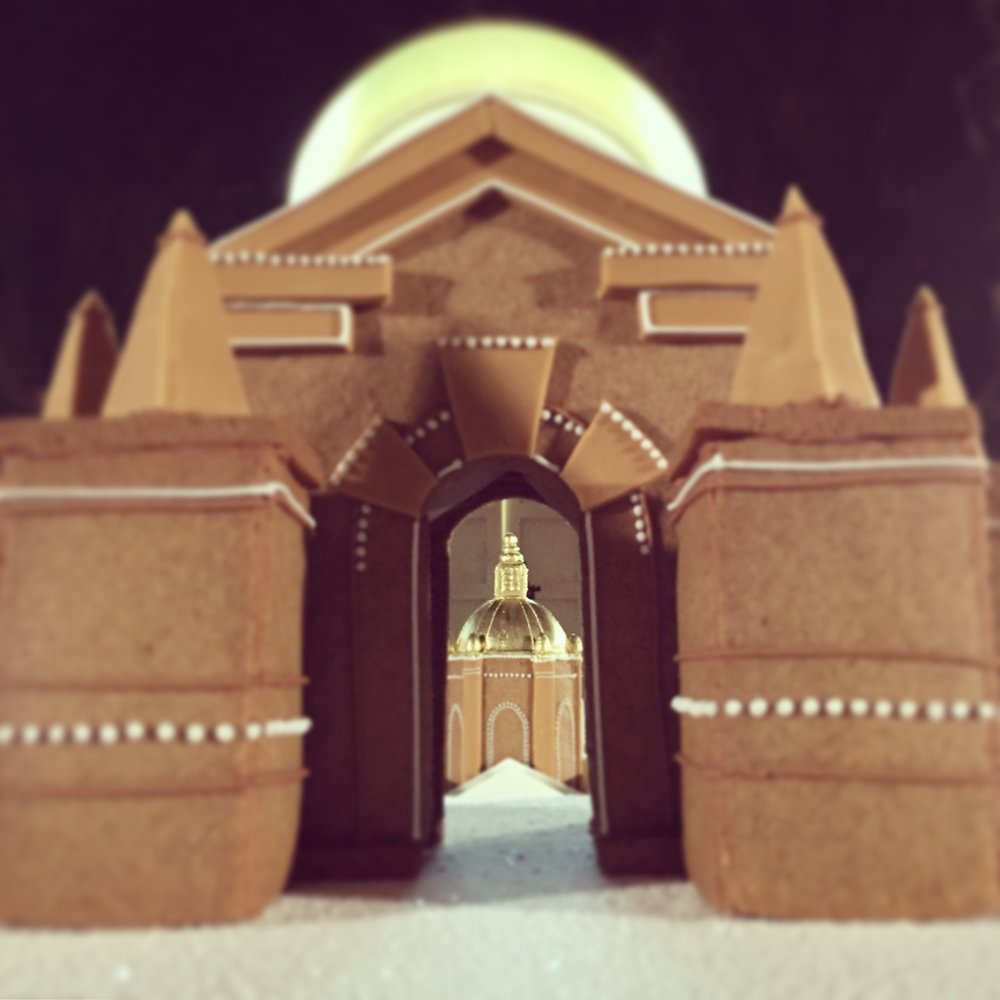 The golden dome, seen through the Carmirre Gate.