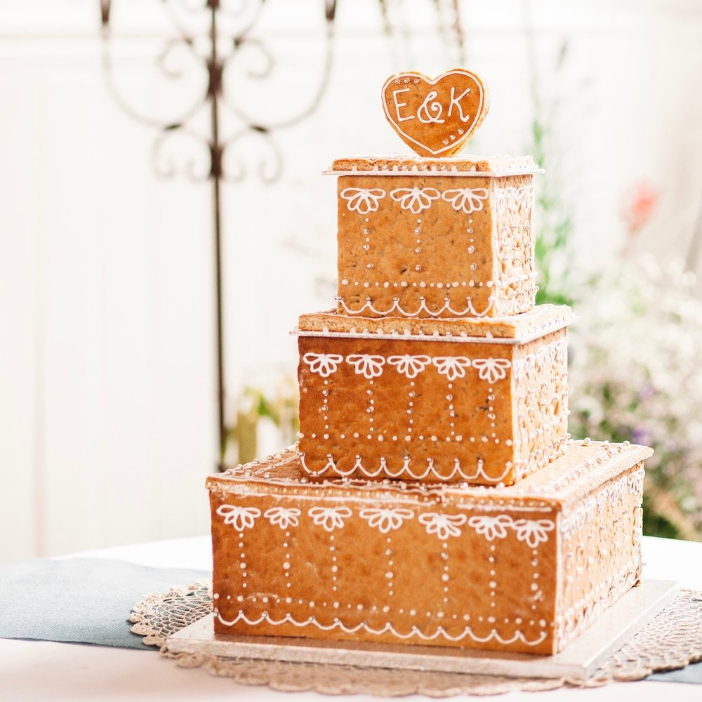 Elan & Kwes gingerbread wedding box cake.jpg