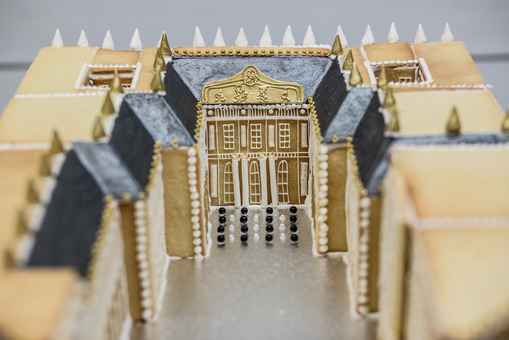 Unique Gingerbread Building Ideas18.jpg