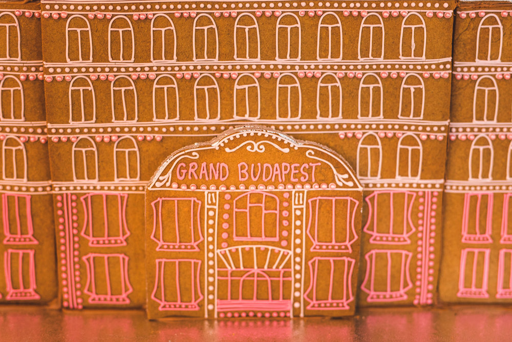 Unique Gingerbread Building Ideas14.jpg
