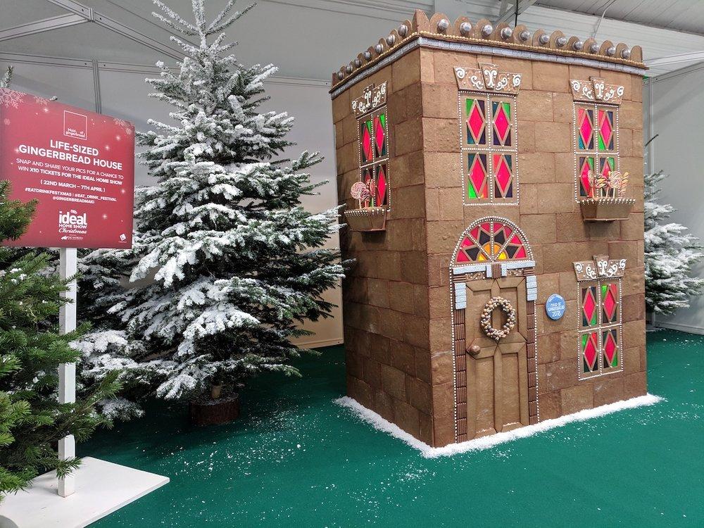 Unique Gingerbread Building Ideas20.jpg