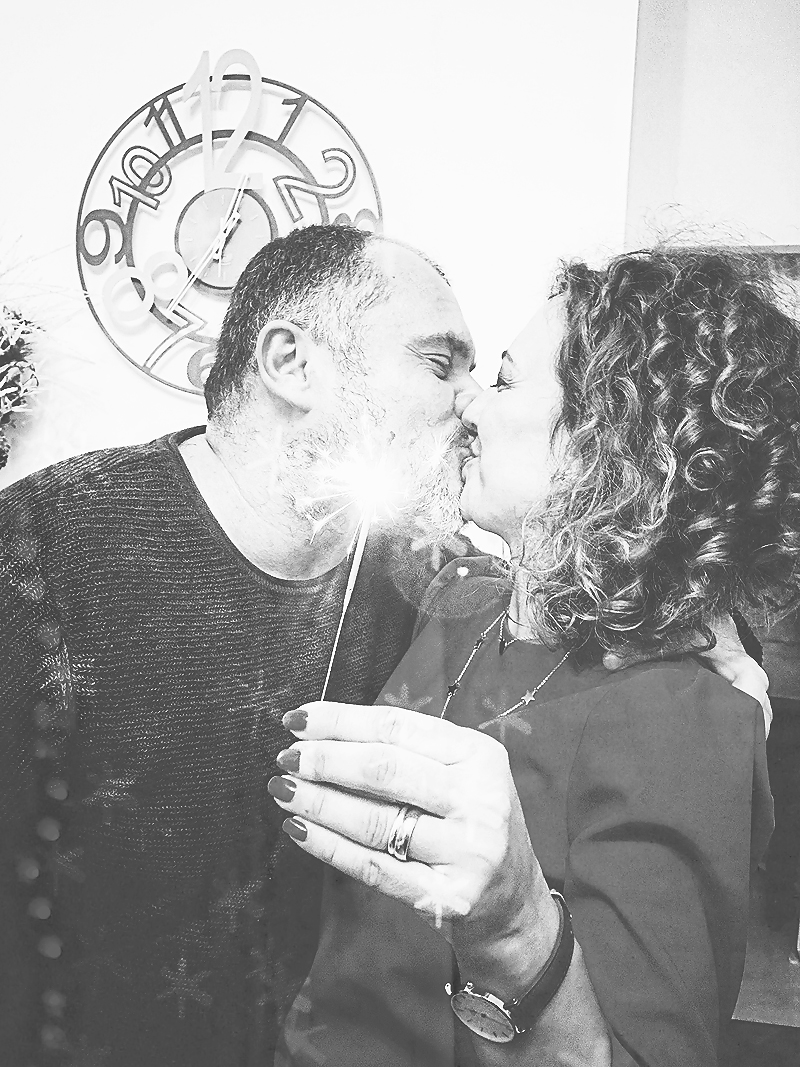 Noi due... un altro dei miei goals 2018, lavorare su noi due, ritrovarci, ritagliarci molto più tempo insieme, il 2017 non è stato un anno semplice.   Just US. Another of my goals is to stay with my love of a lifetime, to come back in the time and take time for us, being Lory and Massi as always. The past year was not so simple. Finger crossed.