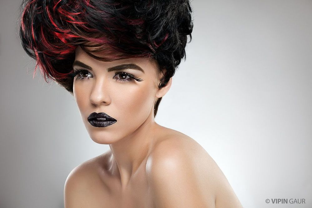 Gorgeous red highlights and black lips