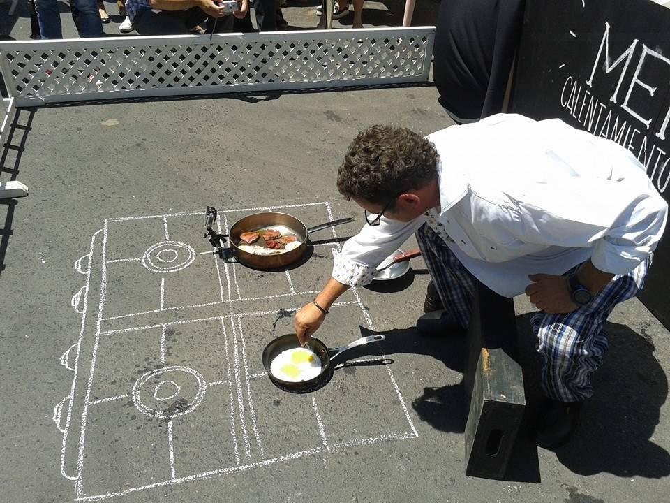 Calor de fritar ovo no asfalto