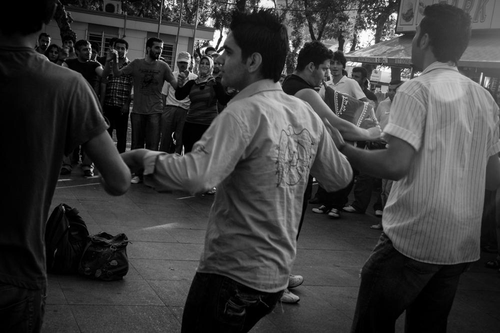 kadikoy-folk-dancing.jpg