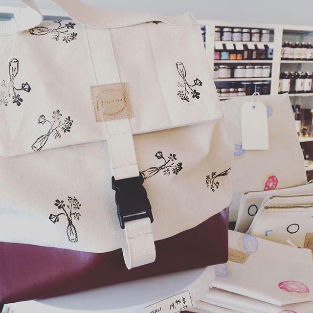 Coup de cœur ❤️ Nous avons reçu les magnifiques sacs de @lesgaminesmtl aujourd'hui!  La gourmande, pour rendre vos lunchs on ne peut plus attrayants, et la crayonneuse pour tous vos projets artistiques.  On se retient à deux mains pour ne pas tout acheter et vous en laisser un peu!
