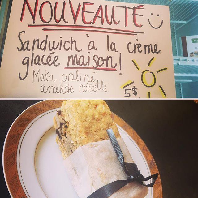 NOUVEAU chez Les Emballées: nos sandwichs à la crème glacée maison: aujourd'hui, saveur parfait glacé au café, morceaux de chocolat noir et praliné en grains (contient amandes+noisettes). D'autres saveurs seront disponibles au fil des semaines. Venez donc chercher votre délice glacé! #lesemballees #mtlfood #summer #icecream #cremeglacee #icecreamsandwich
