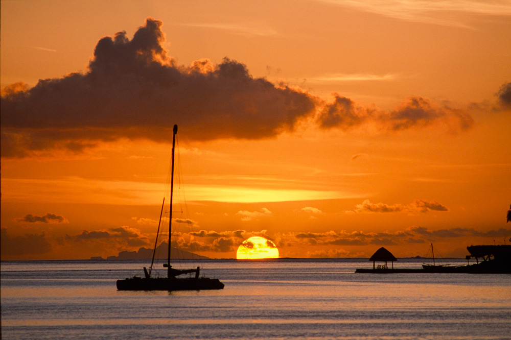962-01872-10-Golden-Sunset-over-Maupiti-10.jpg