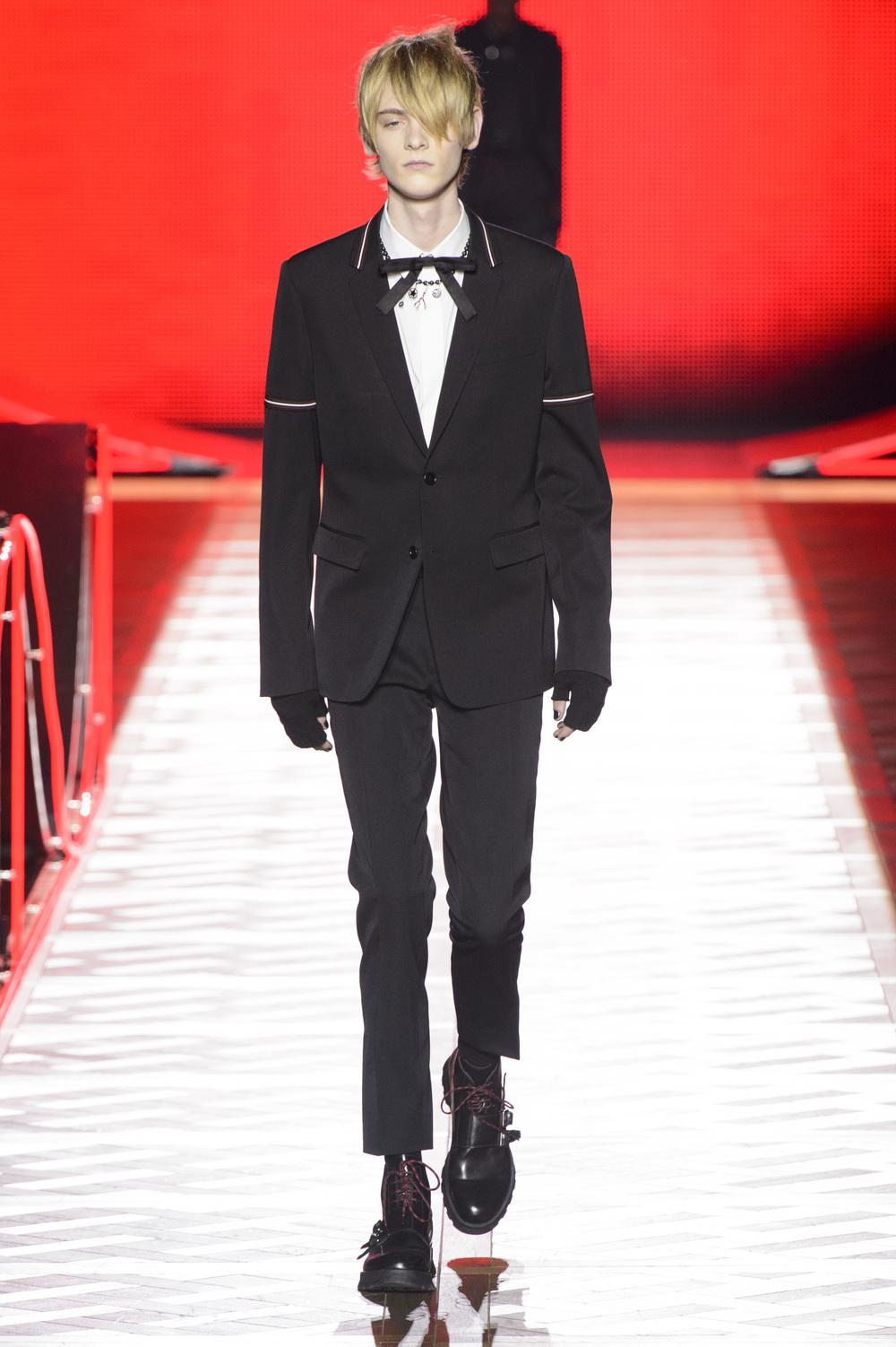 Dior_Homme_Hiver2016-17_look_02.JPG