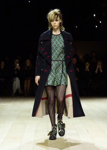 Burberry Womenswear February 2016 Collection - Look 1.jpg