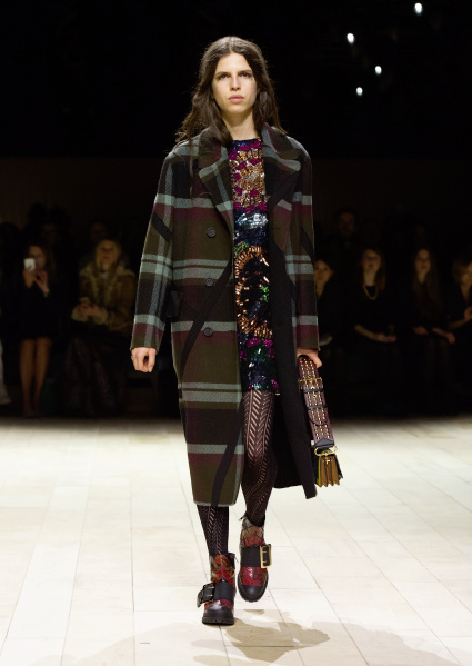 Burberry Womenswear February 2016 Collection - Look 5.jpg