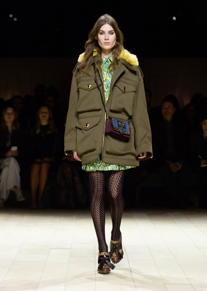 Burberry Womenswear February 2016 Collection - Look 9.jpg