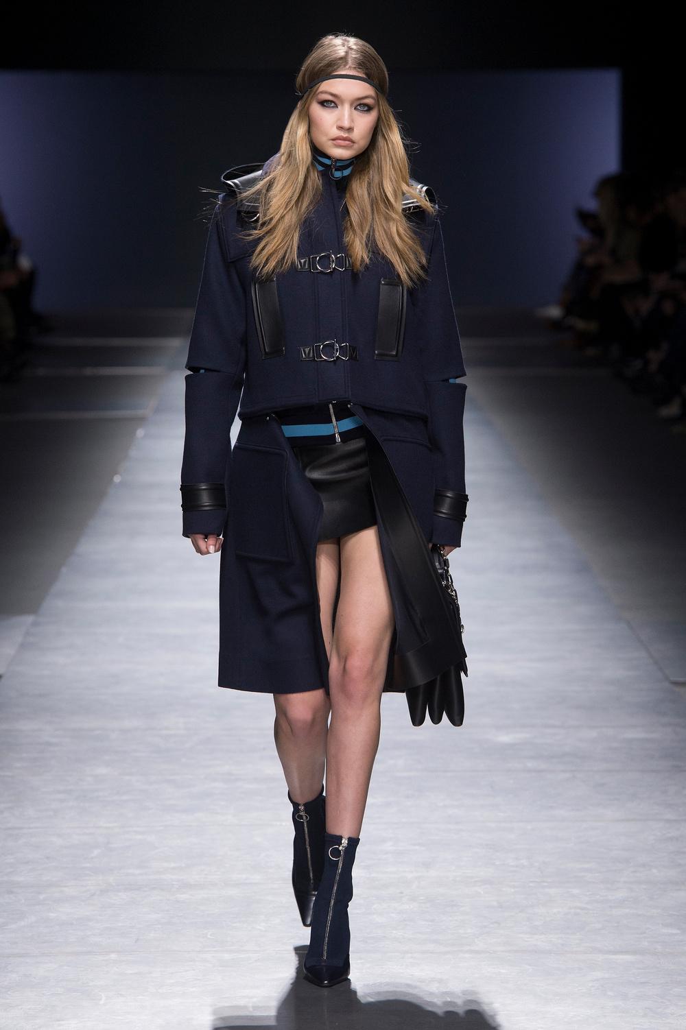 Versace_Women_FW16_001.JPG