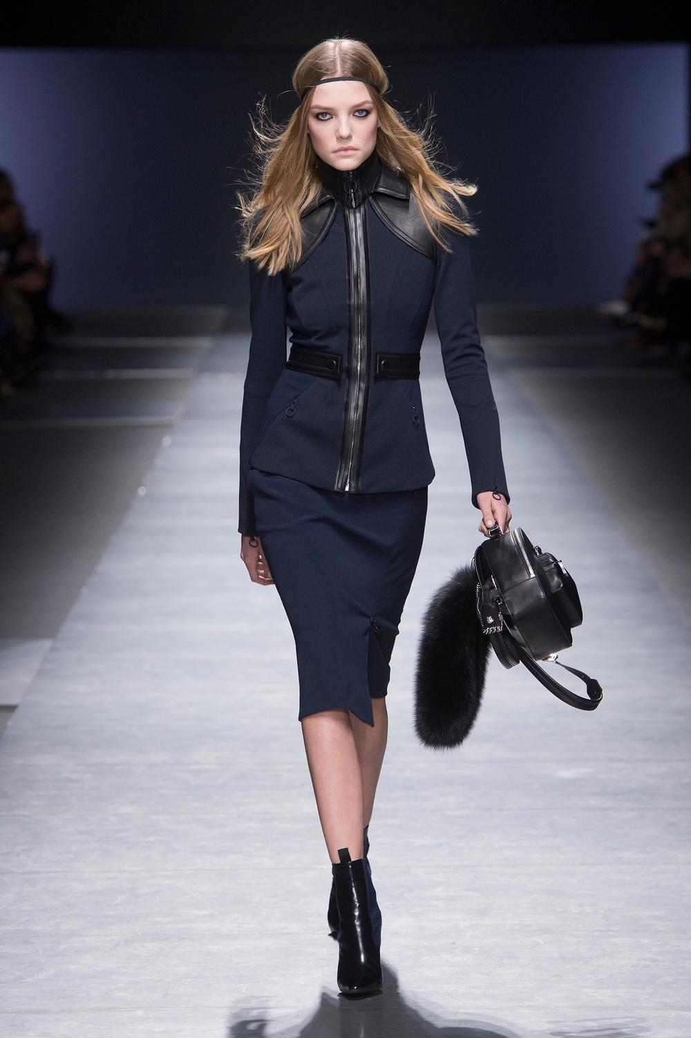 Versace_Women_FW16_002.JPG