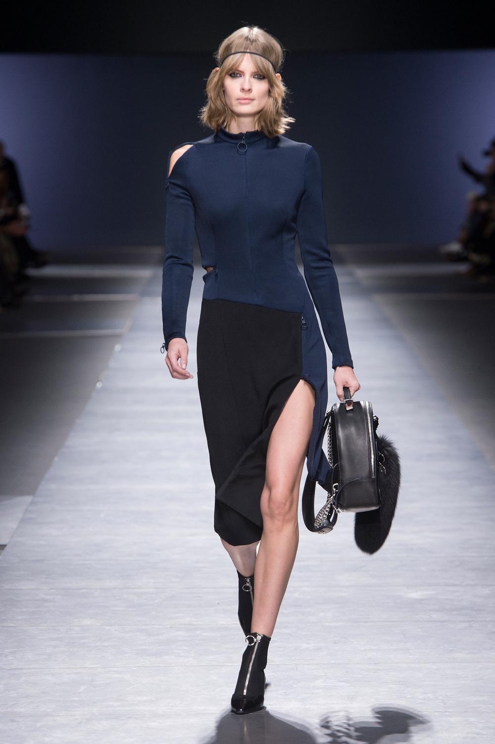 Versace_Women_FW16_004.JPG