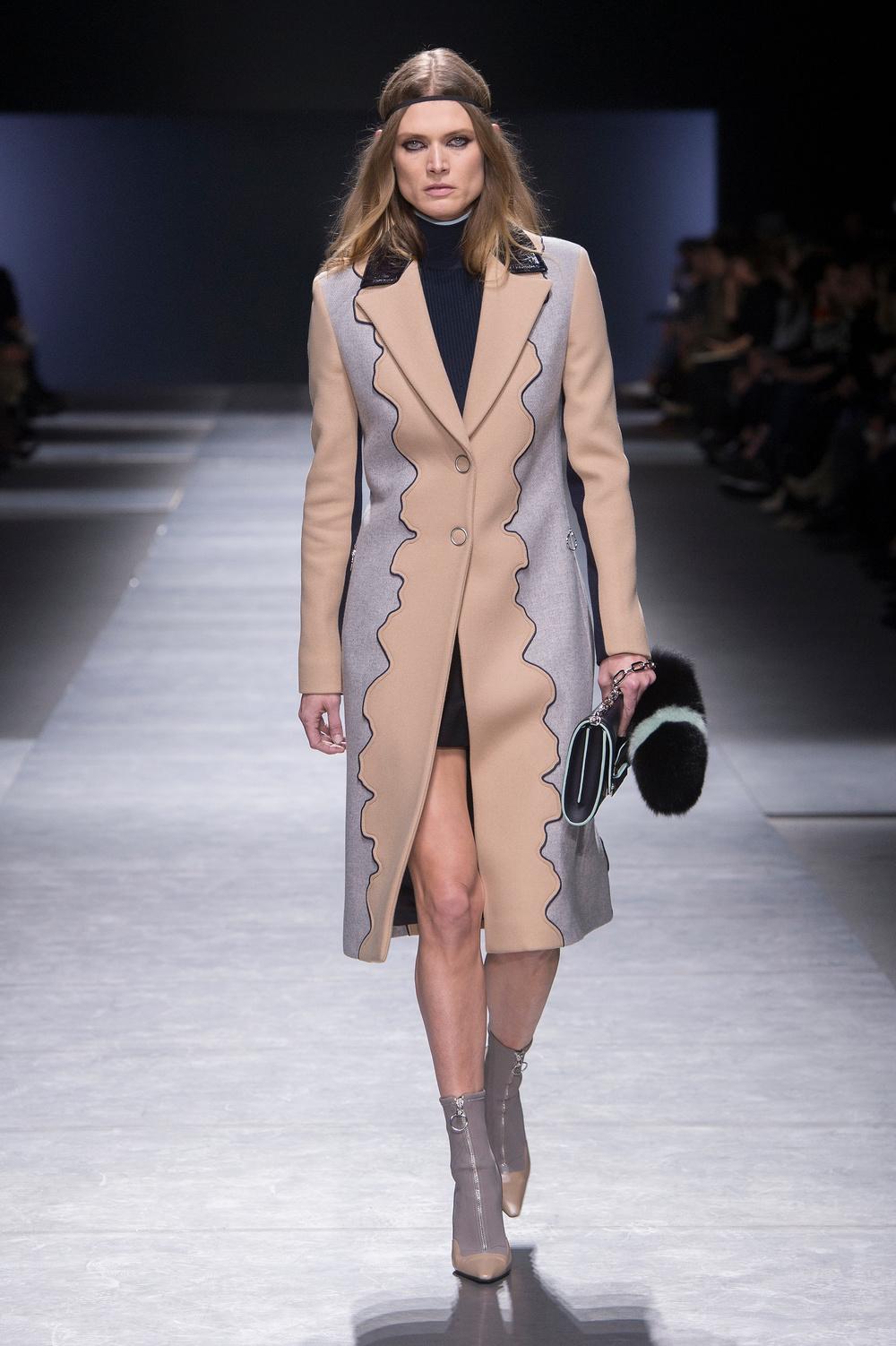 Versace_Women_FW16_029.JPG