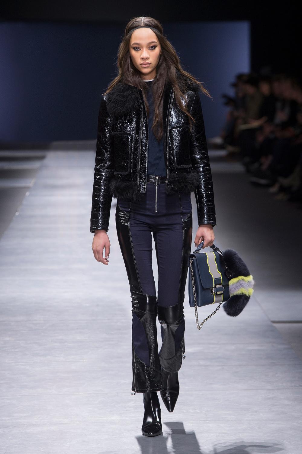 Versace_Women_FW16_032.JPG