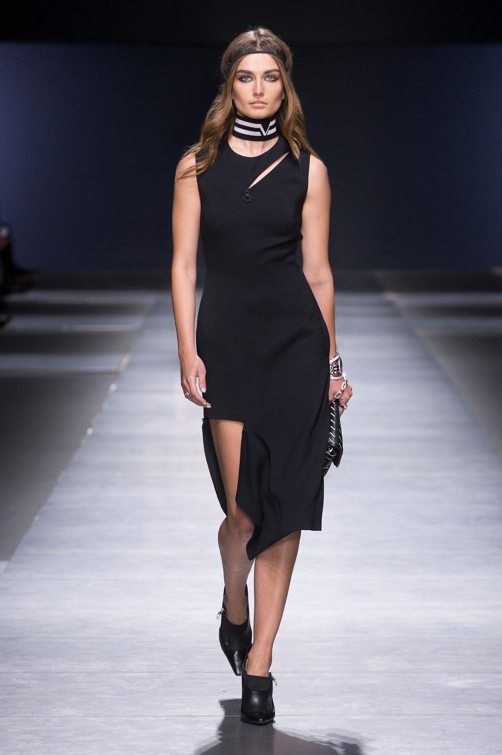 Versace_Women_FW16_037.JPG