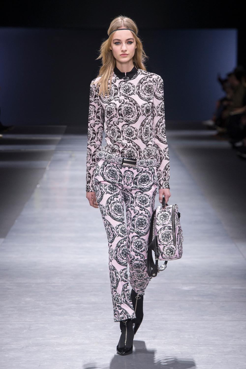 Versace_Women_FW16_038.JPG
