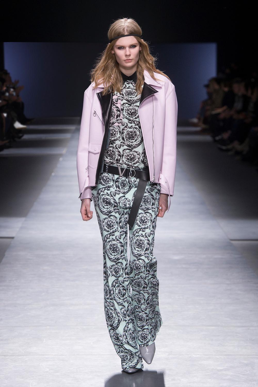 Versace_Women_FW16_039.JPG