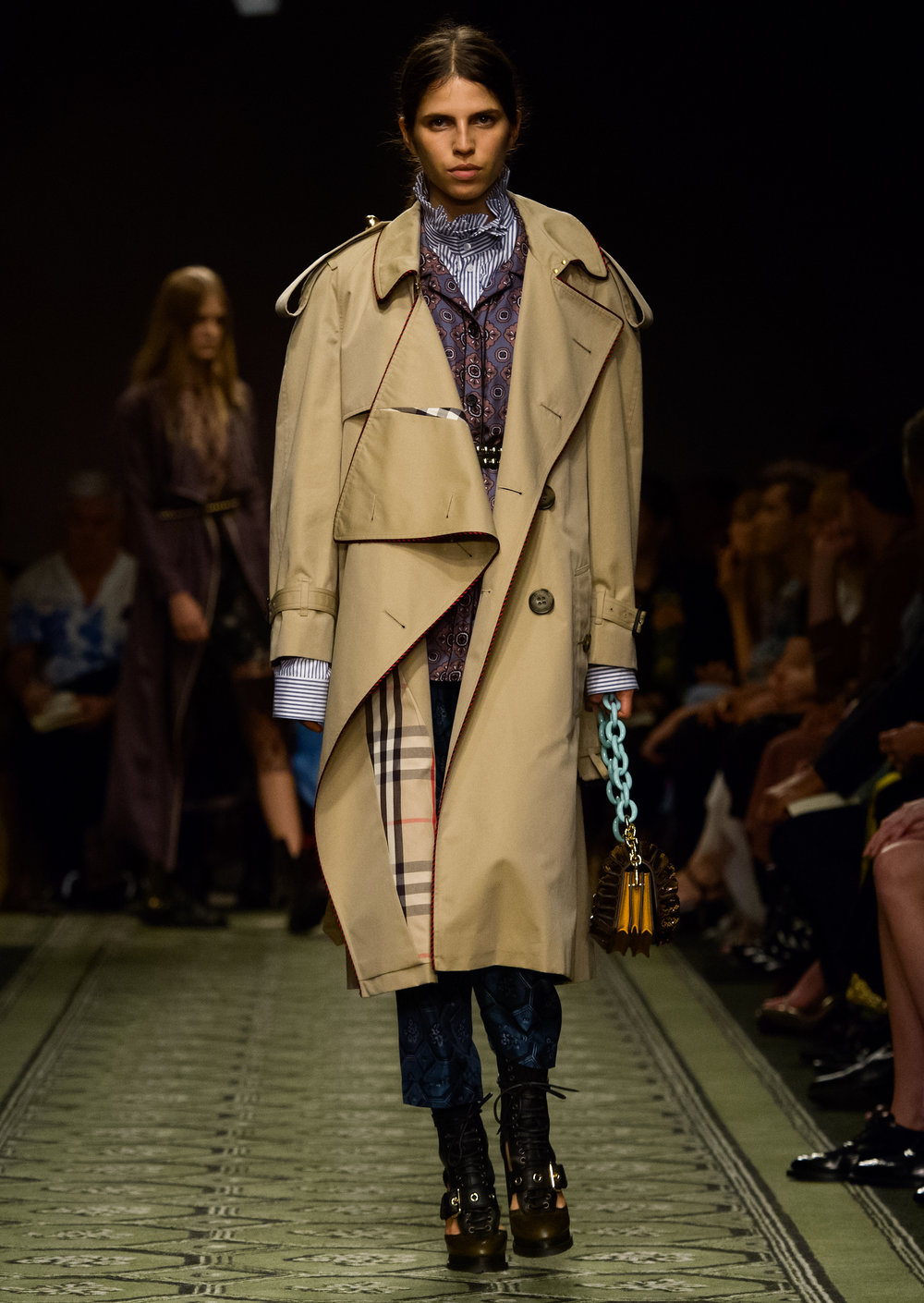 Burberry September 2016 Collection - Look 57.jpg