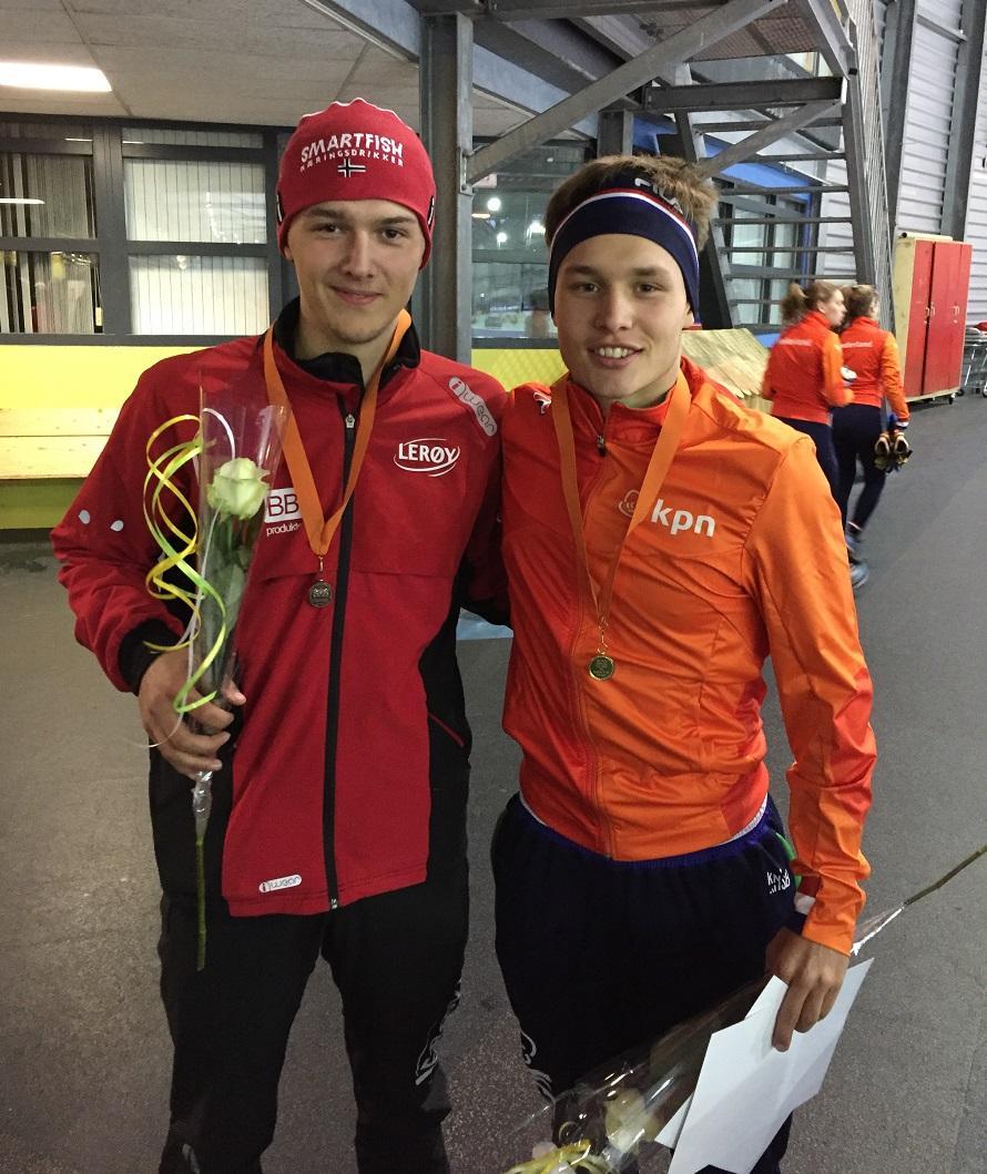 Allan med bronsen fra 3000m sammen med vinneren Marcel Bosker (NED) (foto: P.A Johansson)