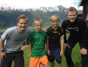 Linus og Tinius flankert av Sverre Lunde Pedersen og Håvard Holmefjord Lorentzen (Foto: Lars Rambøl)