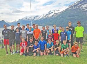 Deltakere, trenere og landslagsløpere (Foto: Lars Rambøl)
