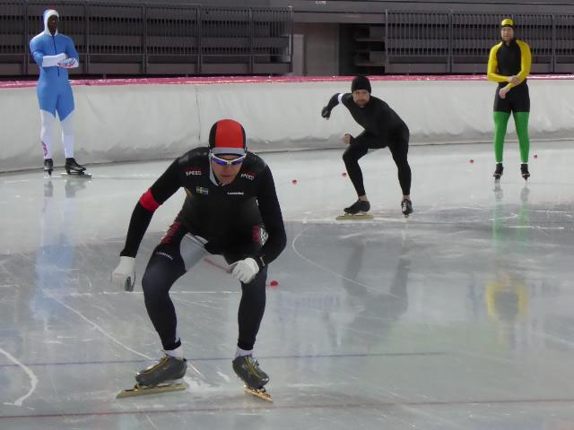 Lars Fredrikson/SWE (venstre) og Jan Petter Fredriksen/NOR (høyre) klare for start på 1500m. (Foto: Sven-Åge Svensson)