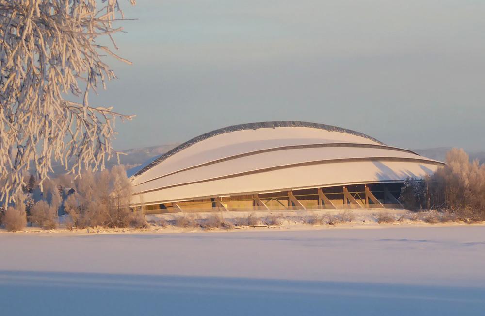 Vikingskipet i vakre,vinterlige omgivelser (Foto: Sven-Åge Svensson)
