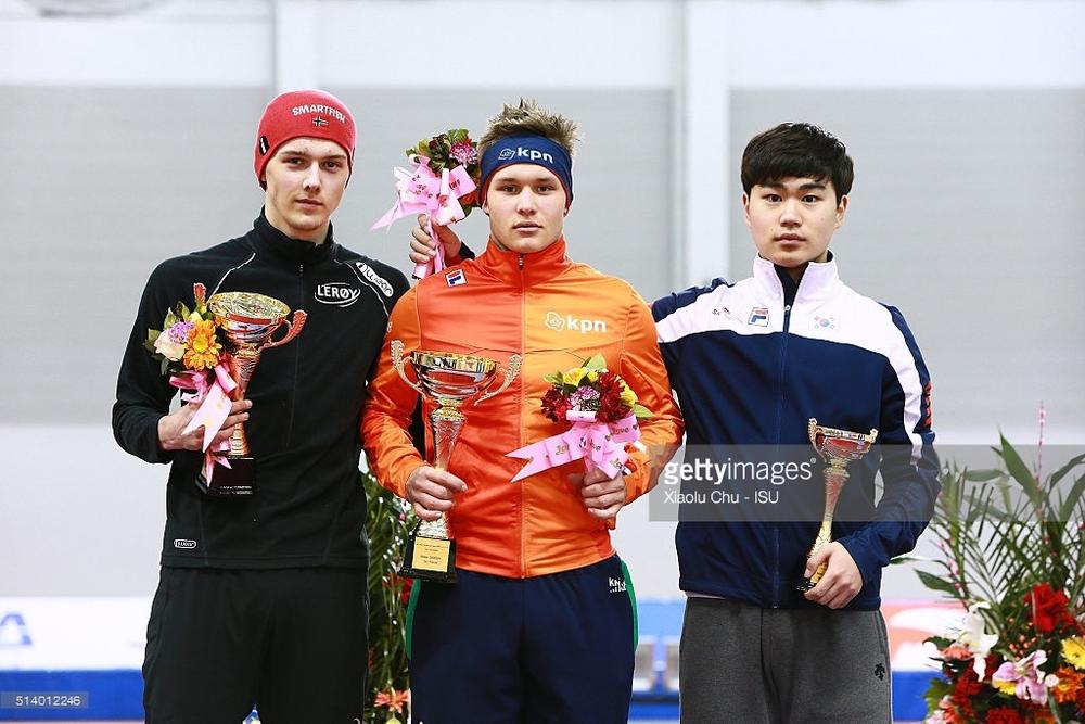 Sammenlagtpallen på 3000m i jr.WC: Allan (NOR), Marcel Bosker (NED) Min Seok Kim (KOR)