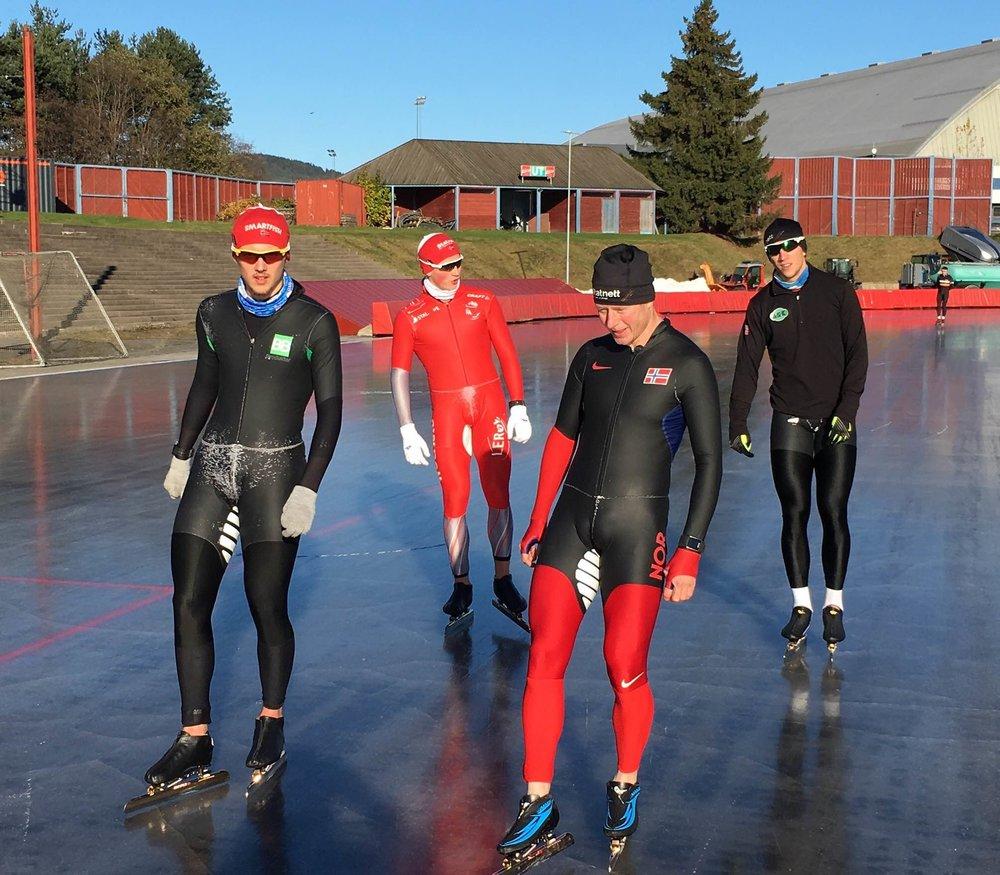 """""""Gammel"""" og nye helter koser seg på fersk Valle is. Allan, Marius, Petter Andersen og Simen (Foto: Ø.Kristensen)"""