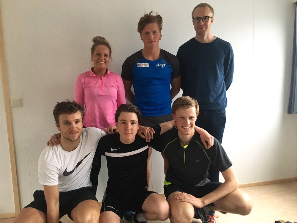 Gjengen som innviet nytt sklibrettrom: Marichen, Marius, trener Kjetil, Simen, Kyrre og Thomas.