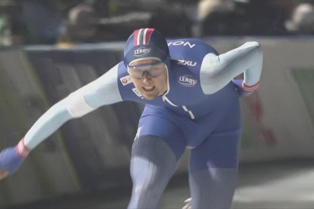 Allan går i mål på 1500 meter i Tomakomai (Bilde fra NRK TV)