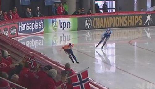 Ragne (indre) mens hun ennå hadde kontakt med Antoinette de Jong (Foto: NRK TV)
